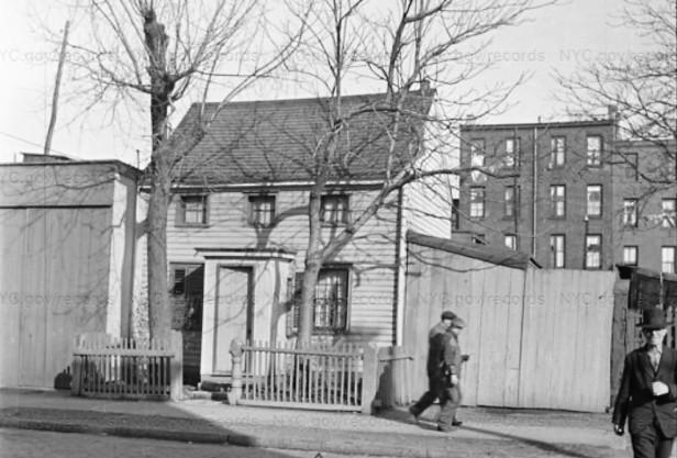 1940 150 Van Dyke St